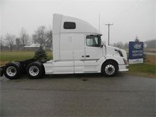 2011 VOLVO VNL CONVENTIONAL - S