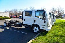 2017 ISUZU NPRXD Crew Cab Box t