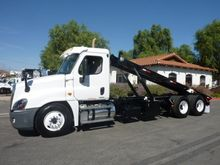 2011 FREIGHTLINER ROLL OFF TRUC