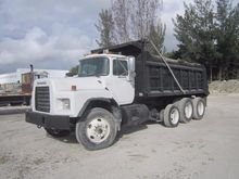 Used 2005 MACK RB690