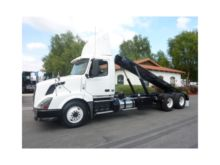 2011 VOLVO VNL64T300 ROLL OFF T