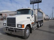 2009 MACK PINNACLE CHU613 DUMP