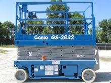 2003 GENIE GS2632 Scissor lifts