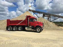 2017 VOLVO VHD104F Dump truck