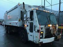 2005 MACK LE613 Garbage truck