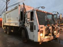 2004 MACK LE613 Garbage truck