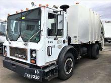 1987 Mack MR685P Garbage truck