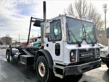 2008 Mack MRU613 Roll off truck