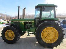 1984 JOHN DEERE 4240S Tractors