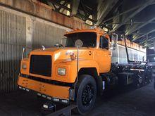 1999 MACK RD688S Garbage truck