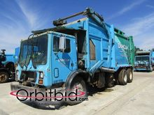 2001 MACK MR688S Garbage truck