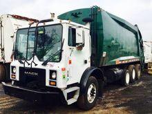 1999 MACK MR688S Garbage truck