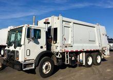 2008 MACK MRU613 Garbage truck