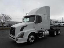 2010 VOLVO VNL64T430 CONVENTION