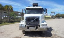 2006 VOLVO VHD64 Roll off truck