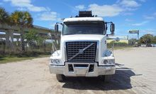 2004 VOLVO VHD64 Roll off truck
