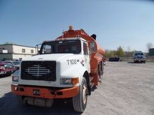 1999 INTERNATIONAL 4900 TANKER