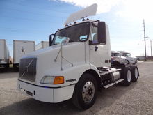2000 VOLVO VHD104F CONVENTIONAL