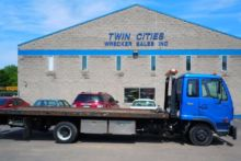 2005 UD 2000 Rollback tow truck