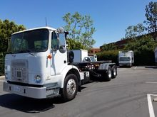 2001 VOLVO WX42 Garbage truck