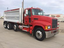 2009 MACK PINNACLE DUMP TRUCK