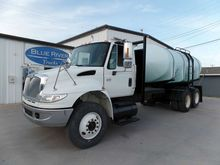 2005 INTERNATIONAL 4400 TANKER