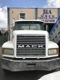 Used 2000 MACK CL713