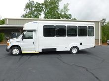 2006 FORD E-SERIES BUS