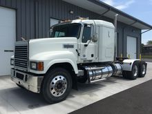 2014 MACK PINNACLE CONVENTIONAL