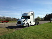 2010 VOLVO VNL CONVENTIONAL - S
