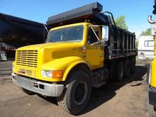 1996 INTERNATIONAL 4900 DUMP TR