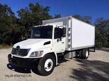 2009 HINO 268 Box truck - strai
