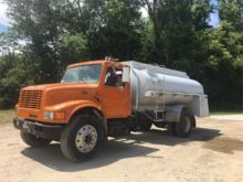 1996 INTERNATIONAL 4900 TANKER