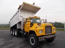 1987 MACK RD688S Dump truck