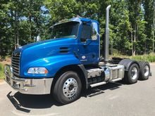 2015 MACK PINNACLE CXU613 CONVE