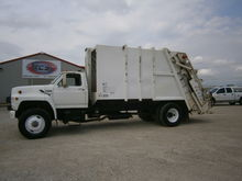 1993 FORD F800 GARBAGE TRUCK