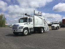 2017 HINO 338 Garbage truck