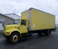 1996 INTERNATIONAL 4900 BOX TRU