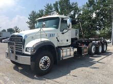2018 MACK GRANITE GU713 GARBAGE