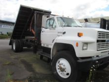 1993 FORD F700 Flatbed dump