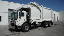 2017 MACK TERRAPRO Garbage truc