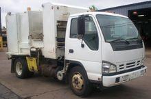 2007 ISUZU NQR Garbage truck