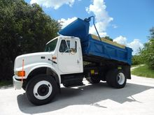 2002 INTERNATIONAL 4700 DUMP TR