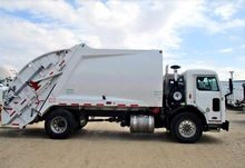 2013 PETERBILT 320 Garbage truc