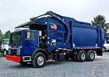2014 MACK MRU613 Garbage truck