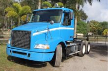 2005 VOLVO VNM420 CAB CHASSIS