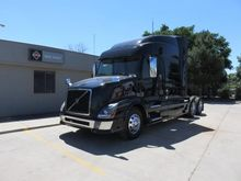 2015 VOLVO VNL64T730 CONVENTION