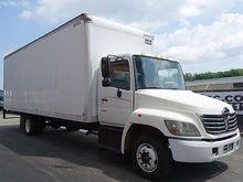 2006 HINO 258 Box truck - strai