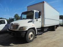 2006 HINO 268 Box truck - strai