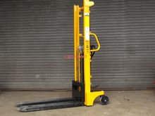 Used MANUAL FORK LIF